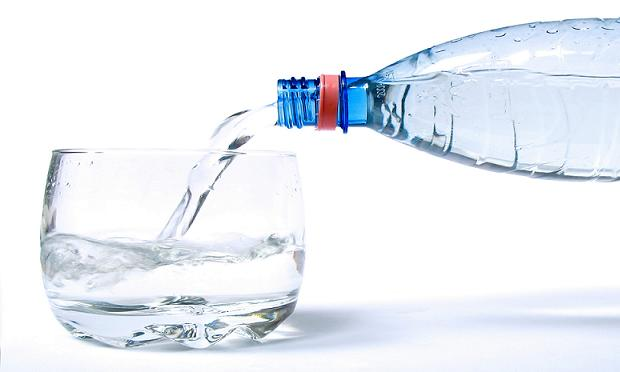 bebe-agua-durante-el-embarazo.jpg