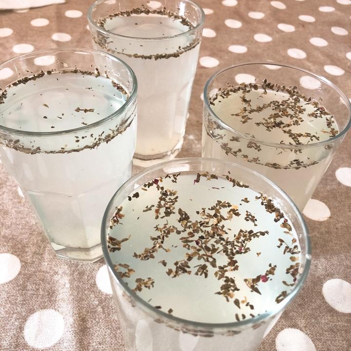 agua con limón y albahaca Monica
