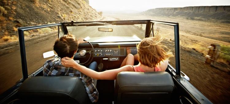 pareja-viajando-mujer-de-10.jpg
