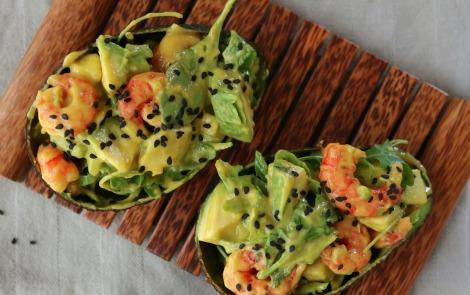 Ensalada-de-gambas-y-aguacate-con-curry-de-mango