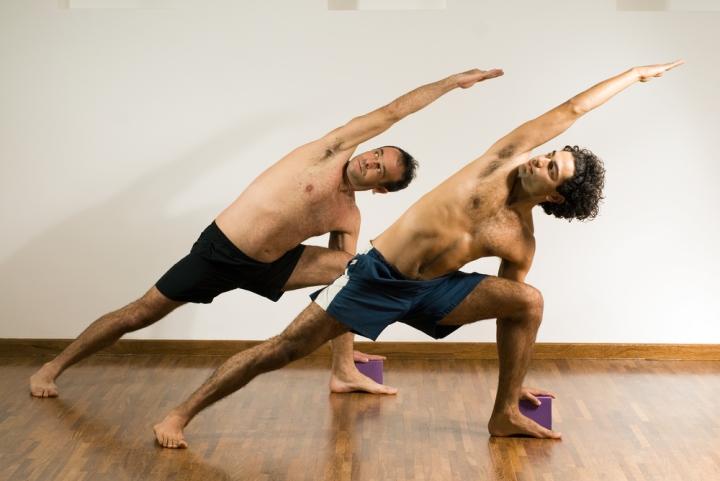 yoga_men_class.jpg