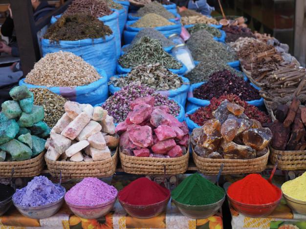 especies-flores-jabones-mercadillo-marrakech-marruecos_108387-11.jpg